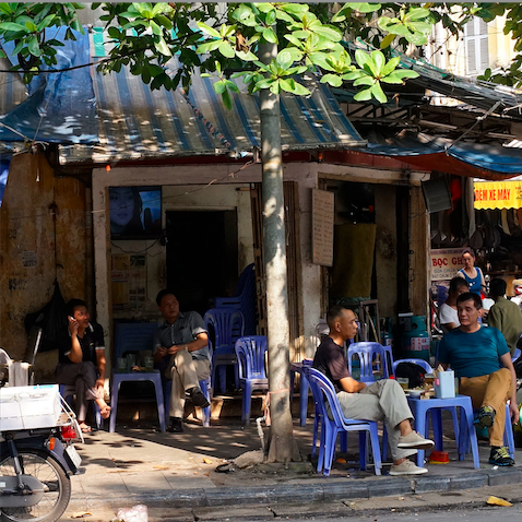 Hanoi cafe scene photo by Alexander Lamont