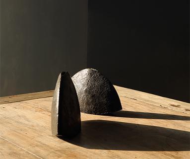 Umbra Vases in bronze by Alexander Lamont